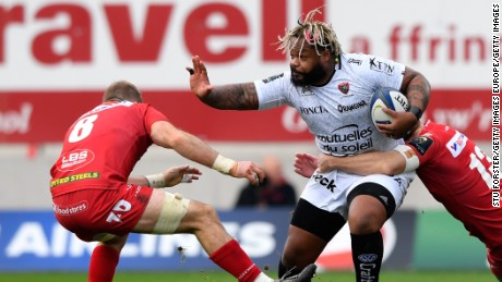 LLANELLI, WALES - DECEMBER 18:  Toulon centre Mathieu Bastareaud makes a break during the European Rugby Champions Cup match between Scarlets and RC Toulonnais at Parc Y Scarlets on December 18, 2016 in Llanelli, United Kingdom.  (Photo by Stu Forster/Getty Images)