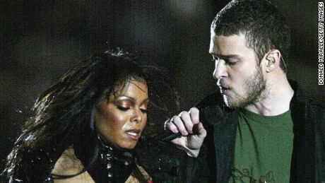 HOUSTON, TX - FEBRUARY 1:  Justin Timberlake performs with Janet Jackson during the halftime show at Super Bowl XXXVIII between the New England Patriots and the Carolina Panthers at Reliant Stadium on February 1, 2004 in Houston, Texas. (Photo by Donald Miralle/Getty Images)