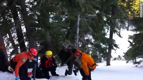 Volunteers rescue trapped hikers