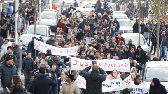Hundreds demand justice for Théo.