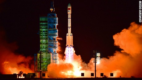 China's Tiangong 2 space laboratory will be launched with a long-range 2F rocket from the Jiuquan satellite launch center in the Gobi Desert. [19659010] China's Tiangong 2 Space Laboratory is equipped with a rocket of the type