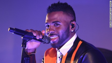 Singer-Songwriter Jason Derulo says he was treated rudely by airline employees.
