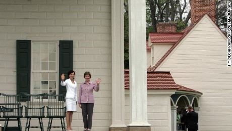 First Lady Laura Bush(R), and Akie Abe, wife of Japanese Prime Minister Shinzo Abe, wave outside the Mount Vernon estate of George Washington, 26 April, 2007, in Mount Vernon, Virginia.