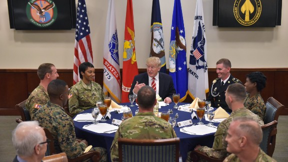 US President Donald Trump sits down for lunch with troops during a visit to the US Central Command  at MacDill Air Force Base on February 6, 2017 in Tampa, Florida. / AFP / MANDEL NGAN