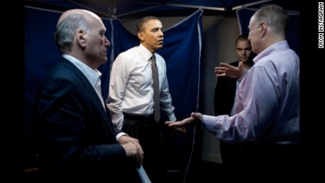 Obama photographer keeps trolling Trump