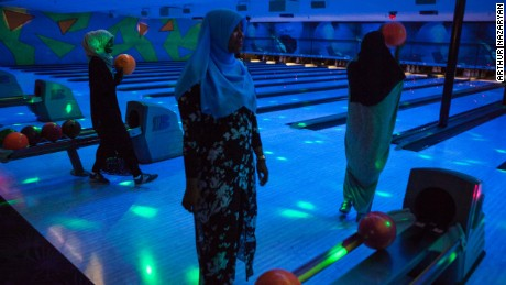 After dinner at the International House of Pancakes, a restaurant that is particularly popular among Somalis, a group of Somali friends go bowling.