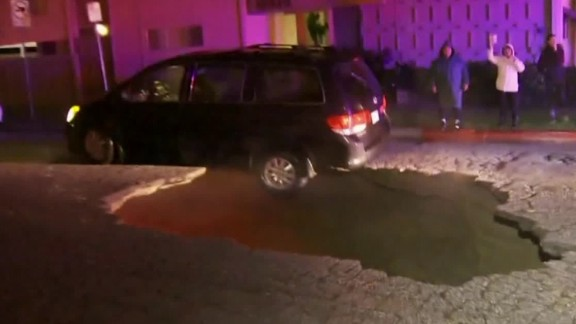 cars fall in california sinkhole nr vo_00001230.jpg