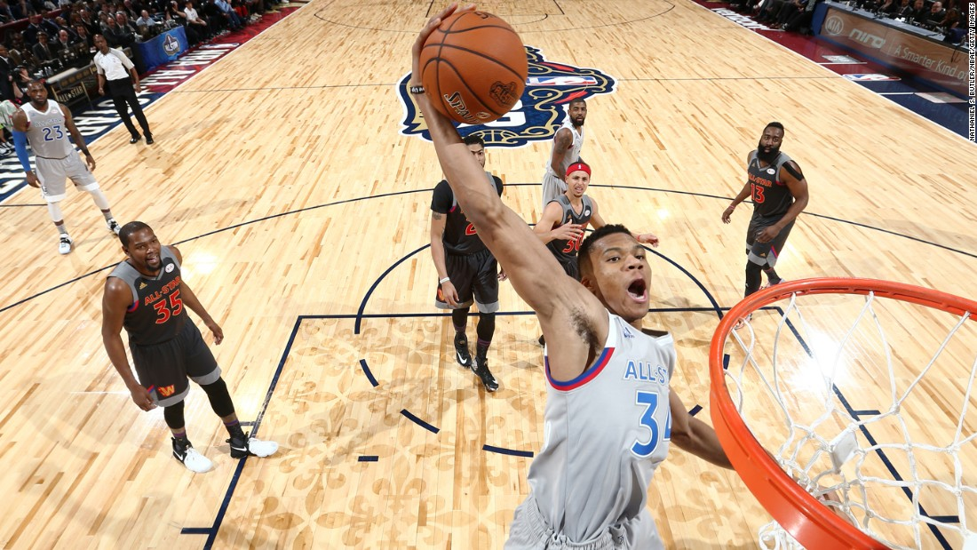 Eastern's No. 34, Giannis Antetokounmpo of the Milwaukee Bucks put on an amazing display at the hoop. By the end of the game, Antetokounmpo had scored 30 points.