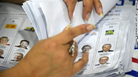 A member of the National Electoral Council counts votes in Quito on February 21, 2017.  The delay in the release of the results of Sunday's elections generated impatience among opponents to Ecuadorean President Rafael Correa. / AFP / RODRIGO BUENDIA        (Photo credit should read RODRIGO BUENDIA/AFP/Getty Images)