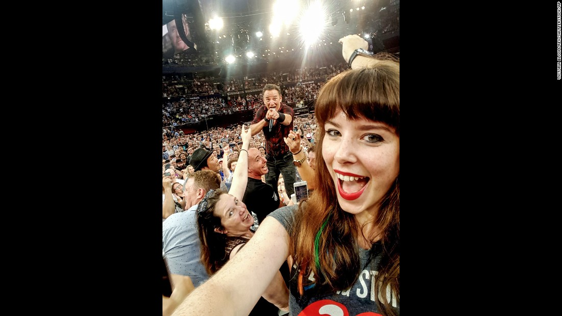 Rock star Bruce Springsteen acknowledges Jessica Bloom's selfie during a February 7 concert in Sydney.