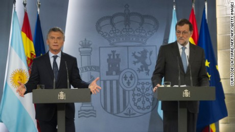 "Spanish Prime Minister Mariano Rajoy (R) and Argentinian President Mauricio Macri hold a joint press conference at Moncloa Palace in Madrid on February 23, 2017. Argentinian President Mauricio Macri, on a three day official visit to Spain, called for Spanish companies to invest in his country, where there is a new stage of ""macroeconomic stability and clear rules of the game"". / AFP / CURTO DE LA TORRE        (Photo credit should read CURTO DE LA TORRE/AFP/Getty Images)"