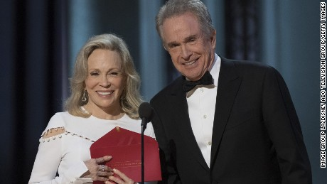 Faye Dunaway Left And Warren Beatty Present The Award For Best Picture But
