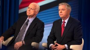 Como Trump chegou a McCain sobre política externa