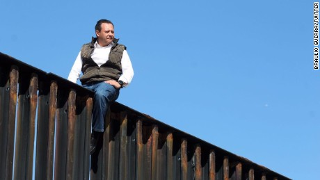 Mexican lawmaker says he scaled border fence