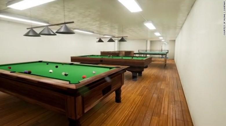 A Rising S Company oferece vários modelos de ponta, incluindo o Aristocrat, que custa US $ 8,35 milhões.  O design incorpora uma sala de jogos, boliche, campo de tiro, garagem e piscina.