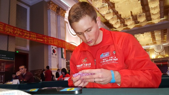 Memory athlete Alex Mullen practices memorizing a deck of cards before a speed event at the 2015 World Memory Championships.