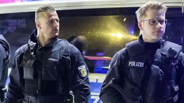 several injured in dusseldorf train attack_00015204