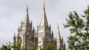 Utah earthquake damages Mormon temple and knocks trumpet from iconic angel statue
