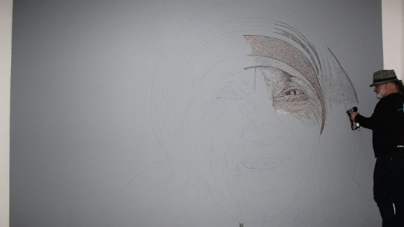 Strati stapled together more than 1.5 million staples to make the portrait.