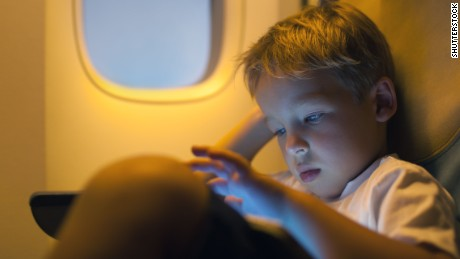 How to keep kids occupied on flights without electronics