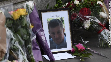 LONDON, ENGLAND - MARCH 23:  Flowers are left with a memorial to Police Constable Keith Palmer who was stabbed as he tried to stop an attacker in a courtyard outside the Houses of Parliament yesterday, on March 23, 2017 in London, England. Four people including the assailant have been killed and around 40 people injured following yesterday's attack by the Houses of Parliament in Westminster.  (Photo by Carl Court/Getty Images)