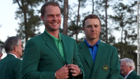 AUGUSTA, GEORGIA - APRIL 10:  Jordan Spieth of the United States presents Danny Willett of England with the green jacket after Willett won the final round of the 2016 Masters Tournament at Augusta National Golf Club on April 10, 2016 in Augusta, Georgia.  (Photo by Andrew Redington/Getty Images)