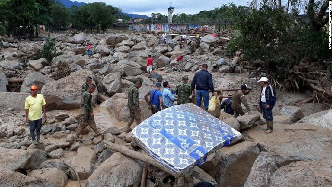 Soldiers and civilians search for survivors in Mocoa. Many residents in the area have been reported missing.