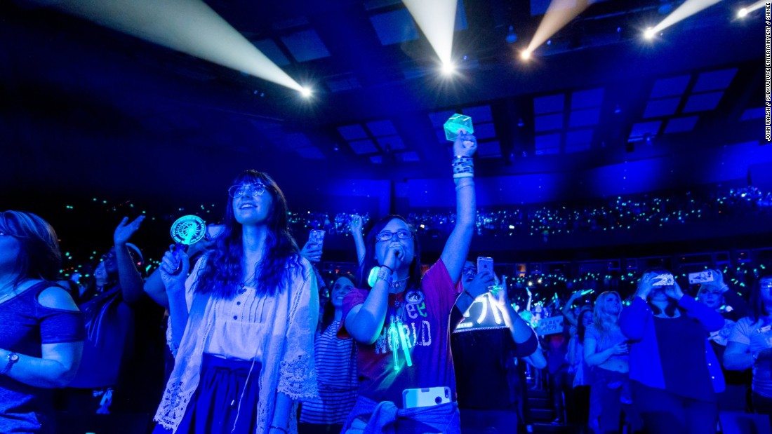 Fans at SHINee's Dallas show