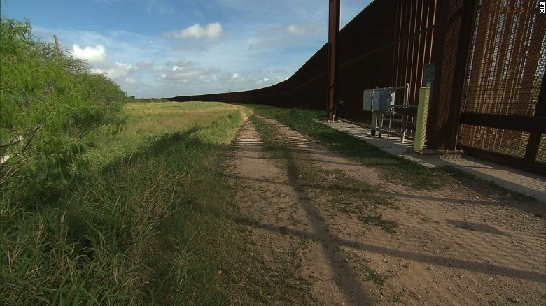 Hispanic contractor wants to build Mexico wall