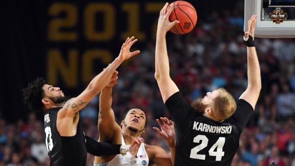 Gonzaga center Przemek Karnowski pulls down a rebound in the first half.