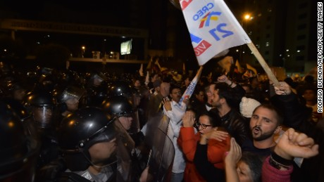 Supporters of Ecuadorean presidential candidate for the CREO party Guillermo Lasso, protest outside the National Electoral Council in Quito, on April 2, 2017. Right-wing opposition candidate Guillermo Lasso alleged fraud in Ecuador's presidential runoff election, vowing to contest results that had his rival Lenin Moreno extending a decade of socialist rule. / AFP PHOTO / RODRIGO BUENDIA        (Photo credit should read RODRIGO BUENDIA/AFP/Getty Images)