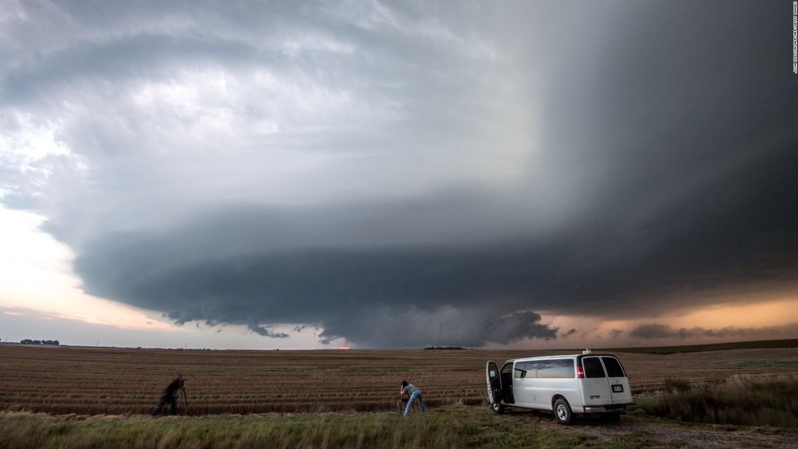 Tornado watch vs warning explained