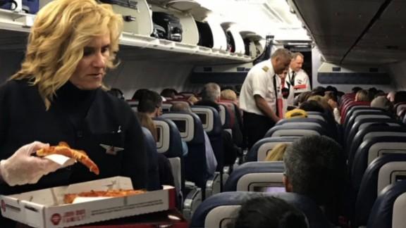 Delta flight passengers pizza mxp hln_00000000.jpg