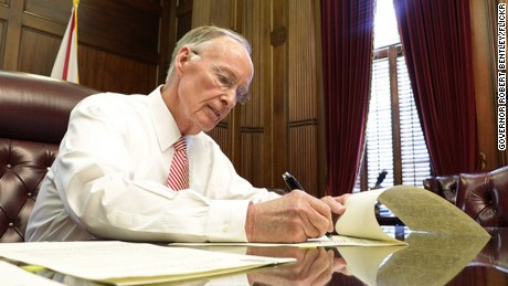 Alabama Gov. Robert Bentley resigns