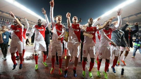 TOPSHOT - Monaco's players celebrate at the end of the UEFA Champions League round of 16 football match between Monaco and Manchester City at the Stade Louis II in Monaco on March 15, 2017. / AFP PHOTO / Valery HACHE        (Photo credit should read VALERY HACHE/AFP/Getty Images)