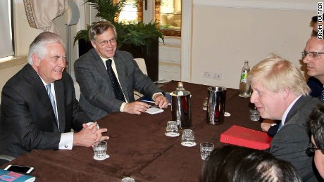 US Secretary of State Rex Tillerson (L) holds bilateral discussions with UK counterpart Boris Johnson (R) in Italy.