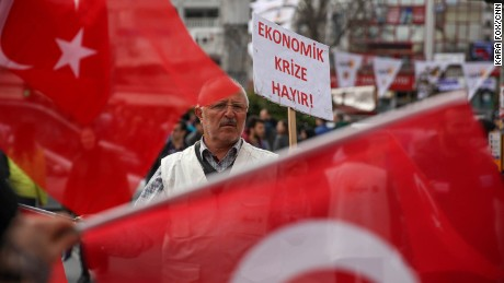 Istanbul: A city divided ahead of Turkey referendum