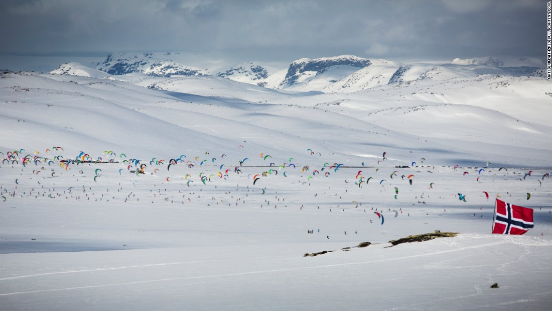 Of the 350 snow kiters this year, more than 200 were on skis, the rest on snowboards. More than 60% were from 29 countries outside Norway.