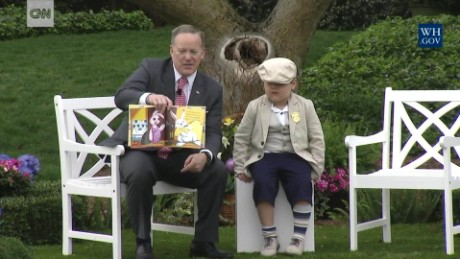 Sean Spicer reads to kids at the Easter Egg Roll ORIG TC_00033609