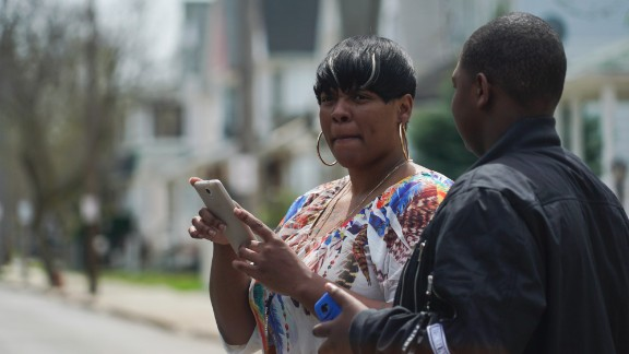 Alexis Lee, a childhood friend of Steve Stephens, speaks with a neighbor near Stephens