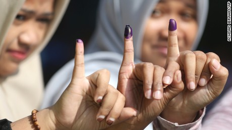 Women vote in Jakarta's gubernatorial election.