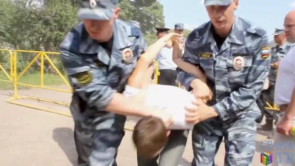 cnnee pkg matthew chance chechenia rusia derechos homosexuales hostigamiento violencia homofobia_00001424.jpg