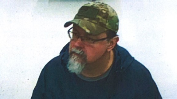 Here are new pictures of suspect Tad Cummins, captured the week prior to the kidnapping of Elizabeth Thomas.