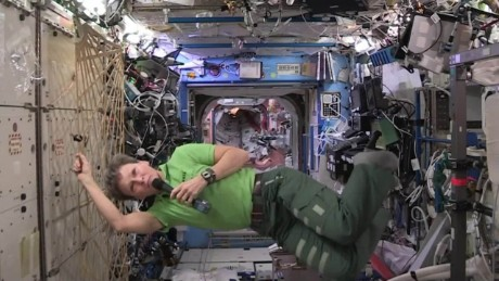 Record-breaking astronaut returns to earth