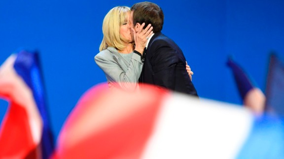 Emmanuel Macron kisses his wife, Brigitte Trogneux, after his win in the first round of the presidential election.