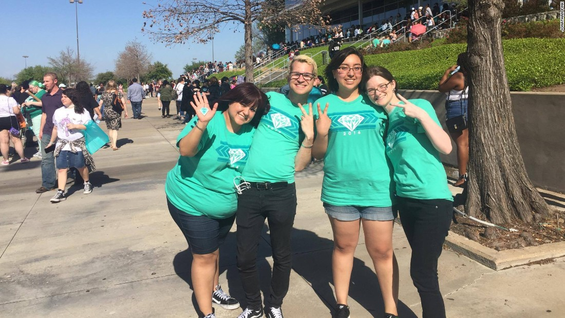 Fans outside SHINee's Dallas show