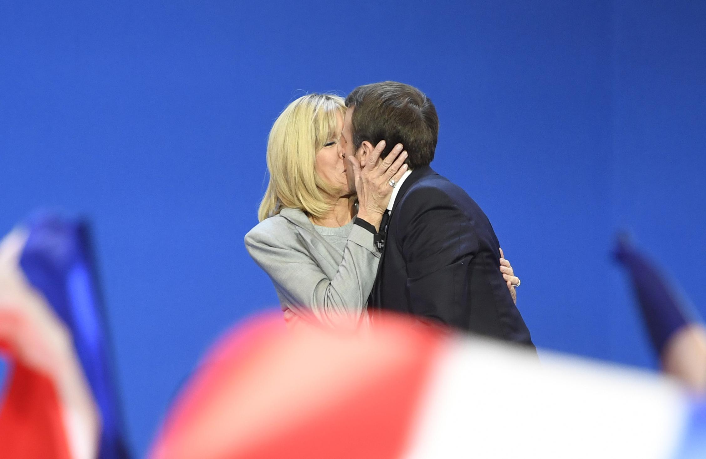 La Historia De Amor De Macron Y Su Esposa Cnn Video