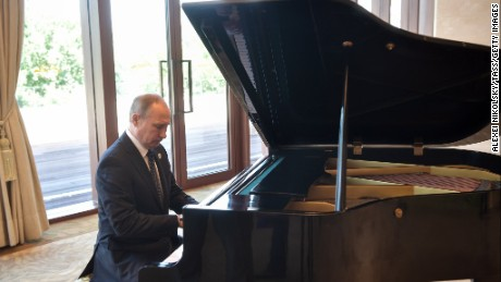 Putin performs unexpected piano recital in Beijing