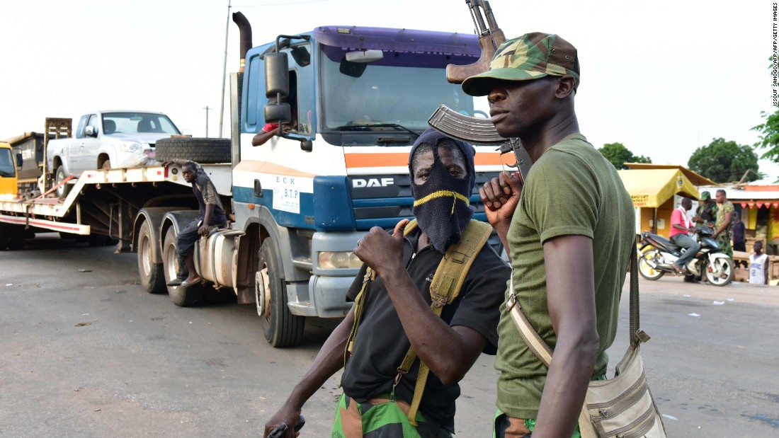 Mutinous soldiers pose with their weapons in Bouake.