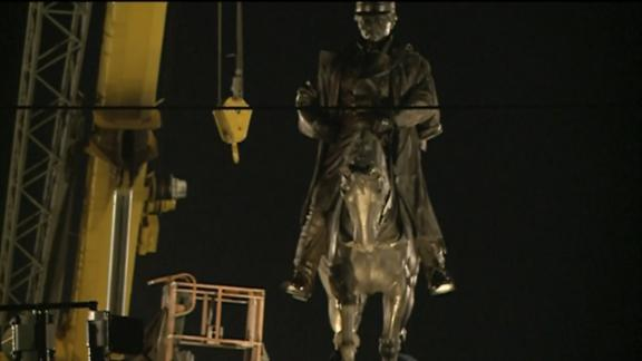 Workers began the process of removing the statue of Confederate Gen. Pierre Gustave Toutant Beauregard on Tuesday.